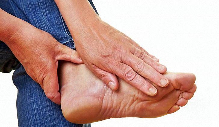 Особенности полиартрита ног