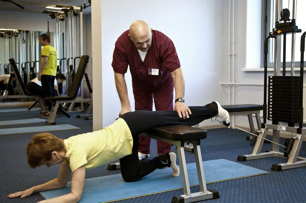 Упражнения для больного позвоночника по бубновскому