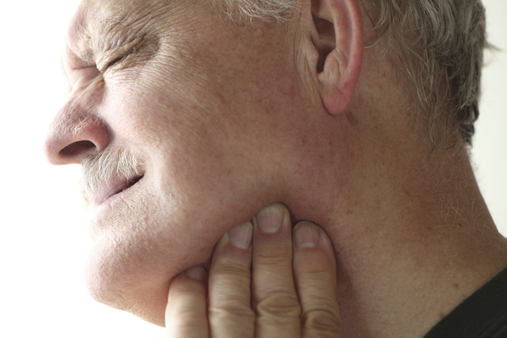 Симптомы нарушений в челюстном суставе