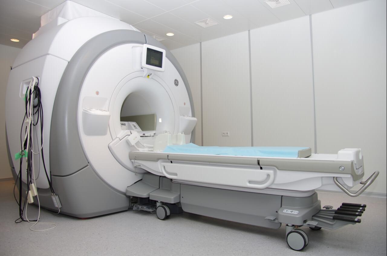 МРТ тазобедренного сустава: что показывает и как делают томографию, что лучше МРТ или рентген, сколько стоит